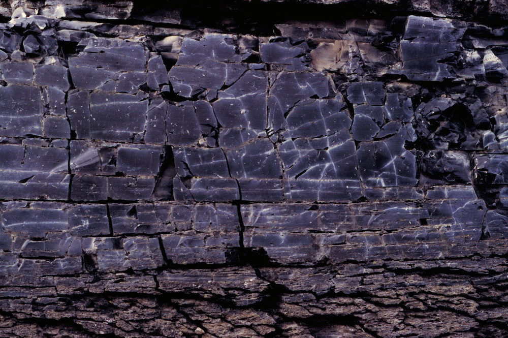 Obsidian cracks