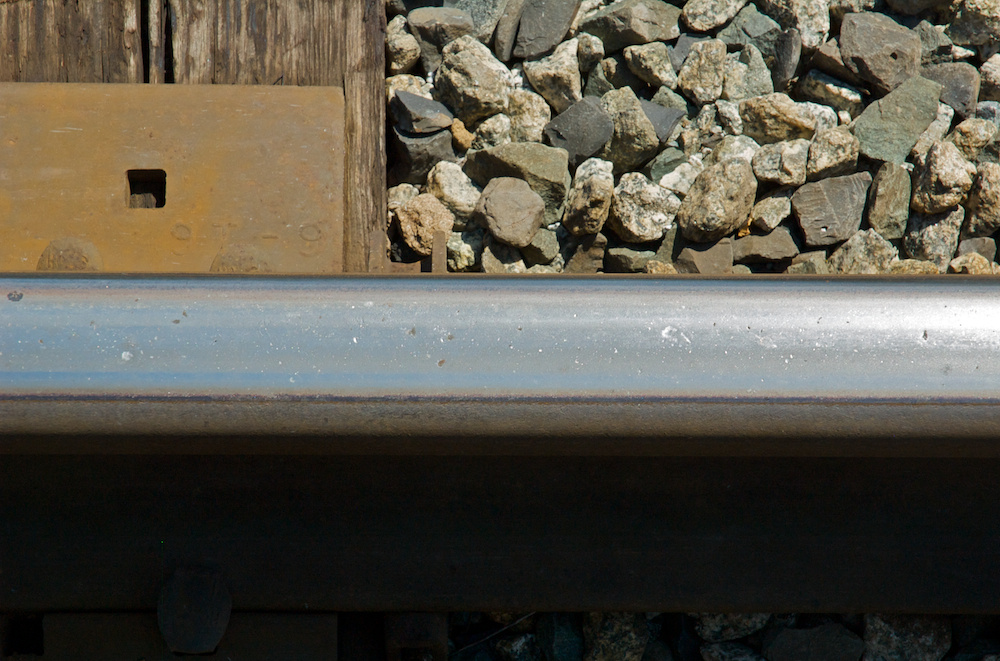Pitted rail