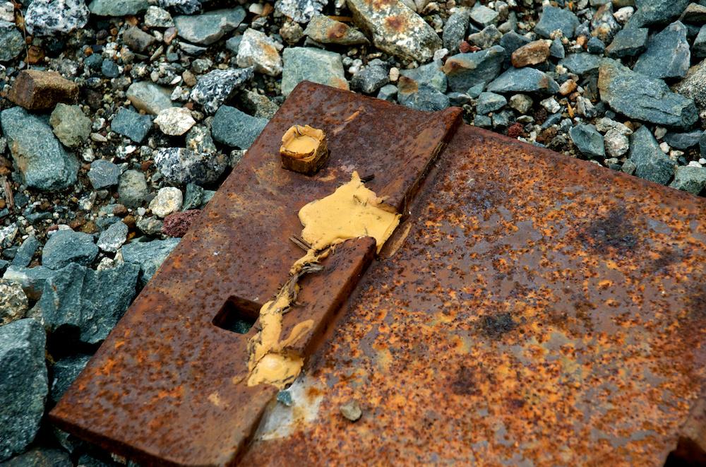 Rusty tie plate